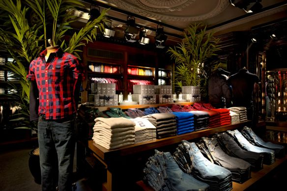 dog friendly stores Abercrombie & Fitch