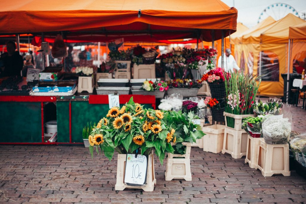Best Spring Activities to do With Your Dog farmers market